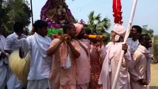 preview picture of video 'Nabadwip 2015 Srila BV Vana Maharaj carrying Mahaprabhu (so sweet!)'