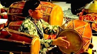 SAMPAK SLENDRO MANYURO - Playing Kendang / Drum - Javanese Gamelan Music [HD]