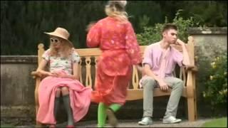 Extrait (VO) - Sid et Michelle vont à la clinique de Cassie
