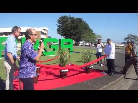 ", title : 'Ribbon ""lifting"" for 100,000th cross display at IRRI"