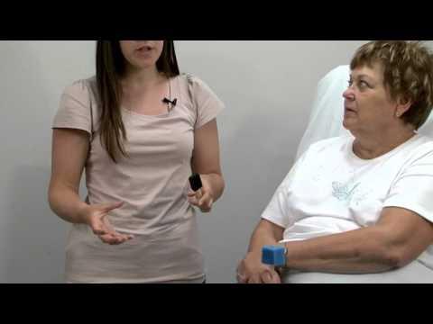 Le massage pour la personne des rides les salons