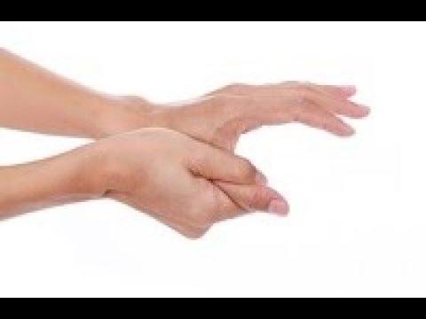 Na duży palec u nogi gwoździa blisko guzem