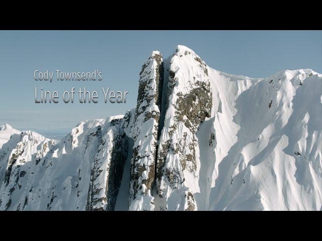 متزلج متهور يستعرض داخل فجوة خطيرة بين جبلين