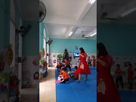 Dạy trẻ gói quà tặng người thân- GV: Nguyễn Thị Phương - MN Tây Sơn - Tiền hải - Thái Bình