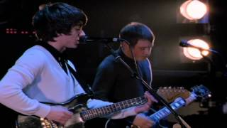 Arctic Monkeys - Nettles (Live At The Apollo)