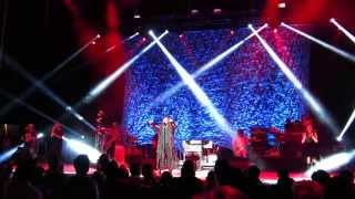 "D'angelo & The Vanguard - ""Til' It's Done (Tutu)"" (Live @ Forest Hills Stadium)"