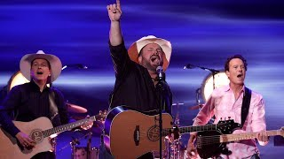 Garth Brooks Performs His Classic 'Callin' Baton Rouge'