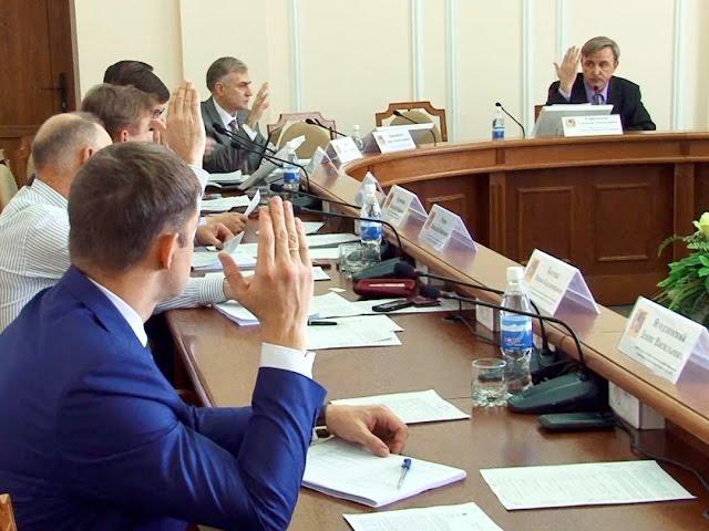 Почему депутаты не хотят говорить о В. Жукове и С. Кажаевой?