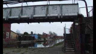 preview picture of video 'Canal Footbridge at Litherland'