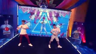 Just Dance World Cup 2019 Final   Mad Love Extreme   Umutcan Vs. Tarcísio