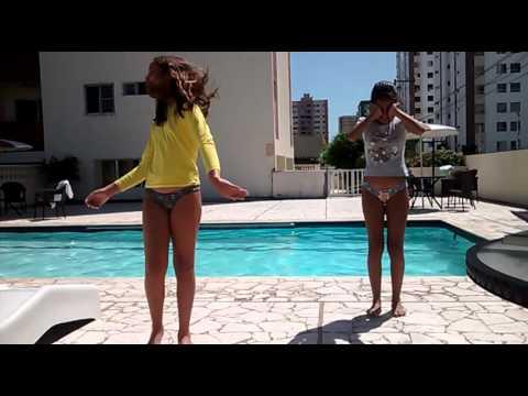 Desafio da piscina ( amiga vs amiga )💙