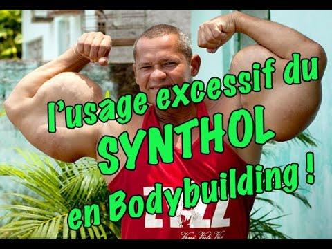 Comme balancer les muscles de la cuisse dans la salle de musculation