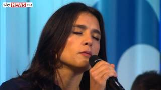 Jessie Ware performs Say You Love Me on Entertainment Week