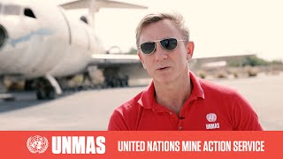 UNMAS Global Advocate Daniel Craig walks through live minefield