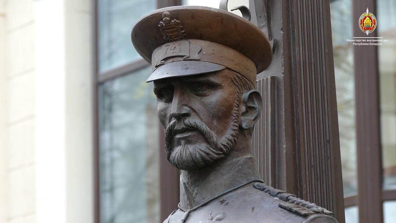 Минский милиционер заставил подростка извиниться перед памятником