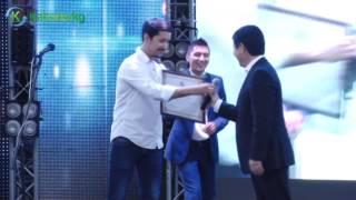 Темир Сариев по поручению президента  вручил команде КВН «Азия-Микс» миллион сомов