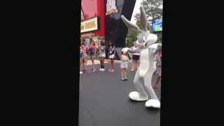 Bugs bunny and Sylvester do the Nae Nae