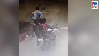കൊല്ലം അഴീക്കലില് വീട്ടുമുറ്റത്ത് നില്ക്കുകയായിരുന്ന കുട്ടിയുടെ മാല പൊട്ടിച്ചു | Chain snatching |