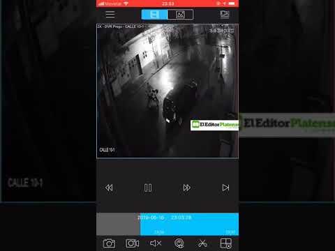 Mirá cómo una chica intenta escapar corriendo de un sujeto que se movilizaba en moto. Ocurrió anoche en 10 y 58