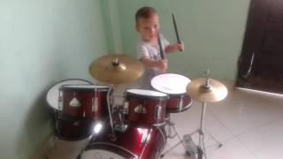 """Bebe tocando bateria """"Eres increible - Miel San Marcos"""""""