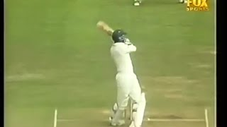 Nasser Hussain hits 2 back to back sixes, 4 6 6, nobody can believe it!