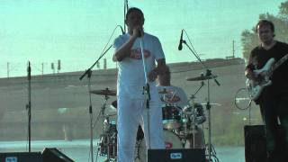 """kapela Buzerant """"Zkušebna"""" na Majákování 2011"""