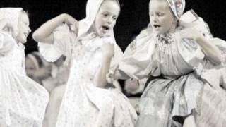Tancuj, tancuj, vykrúcaj! (Slovak folk song)