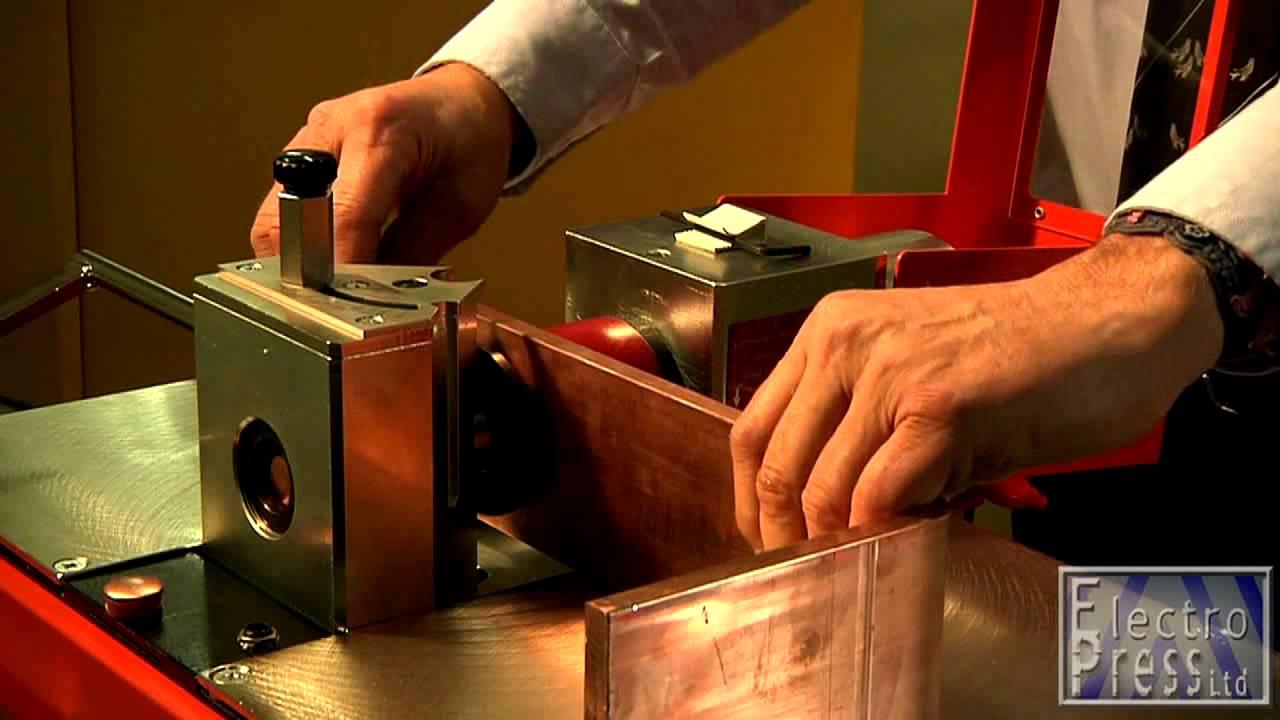 Видео: Машина за огъване, рязане и пробиване на шини на Alfra