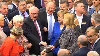 UNIONSFRAKTION BEGEHRT AUF: Merkel muss im Krisenmodus bleiben