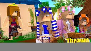 THE NEW QUEEN EVICTS EVERYONE FROM THE MAGICAL KINGDOM! (Minecraft Little Carly).