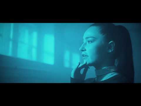 Nevenincs x Karola - Mélyvíz (Official Music Video) letöltés