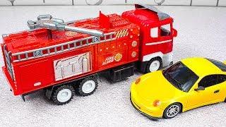 Пожарная машинка тушит пожар. Загорелась спортивная машина. Мультик про машинки и эвакуатор Смотреть
