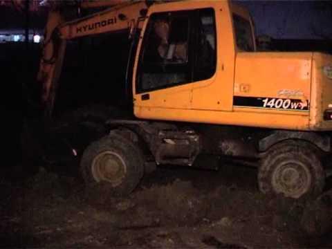 Местные жители требуют прекратить незаконное строительство автостоянки на улице Руднева