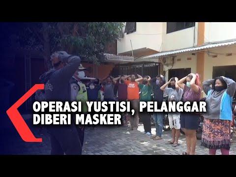 operasi yustisi petugas juga bagi masker ke pelanggar