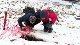 Из провала у церкви Бориса и Глеба на набережной Александра Невского торчат человеческие кости