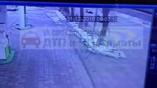 Жесткая Авария скорой на Рыскулова, Алматы 31.12.2016