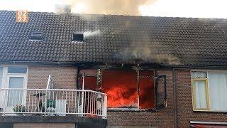 Zo zag de brand er vanaf de straat uit - via 0297.nl
