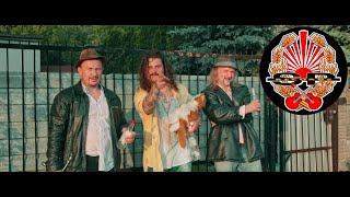 Kadr z teledysku Karolino (KOCHAM CIĘ) tekst piosenki Bracia Figo Fagot
