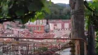 preview picture of video 'Un pueblo es (María Ostiz): Errebal Center, Eibar'
