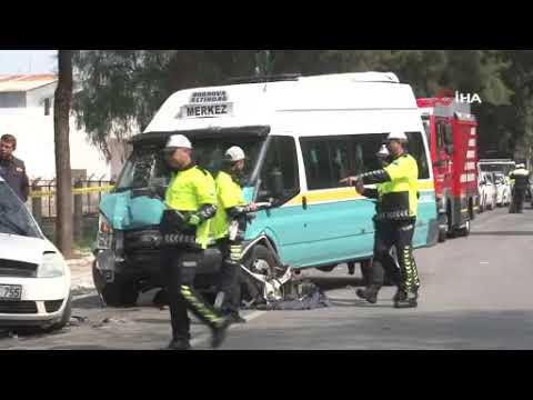 İzmir Bornova'da minibüs otomobile çarptı: 1 ölü, 11 yaralı