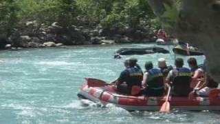 preview picture of video 'Wildwasser Fahrer geht baden!'