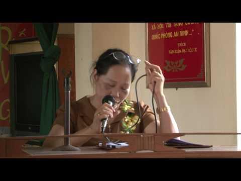 Bà Nguyễn Thị Hồng Doan chia sẻ với Hội phụ nữ xã Hồng Phong, huyện Ninh Giang, tỉnh Hải Dương