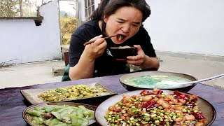 Sister Miao made three dishes and one soup to entertain her sister.