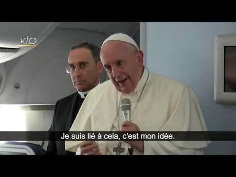 Conférence de presse du pape François dans l'avion de retour du Japon