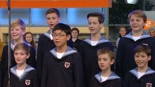 """Wiener Sängerknaben (Vienna Boys Choir) mit """"Auf Ferienreisen"""