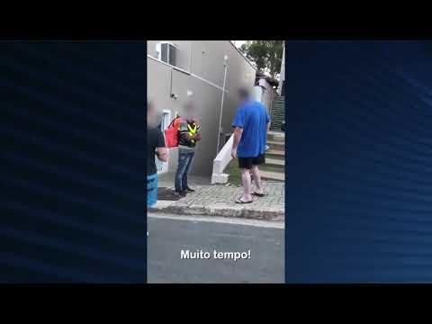 Motoboy sofre ofensas racistas de morador de condomínio de luxo em São Paulo; veja vídeo