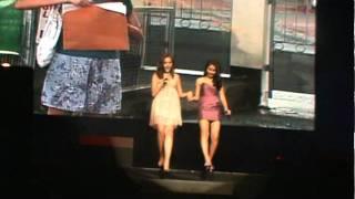 Julia Montes and Kathryn Bernardo singing Mara Clara
