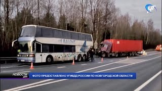 В Валдайском районе произошло ДТП с рейсовым автобусом
