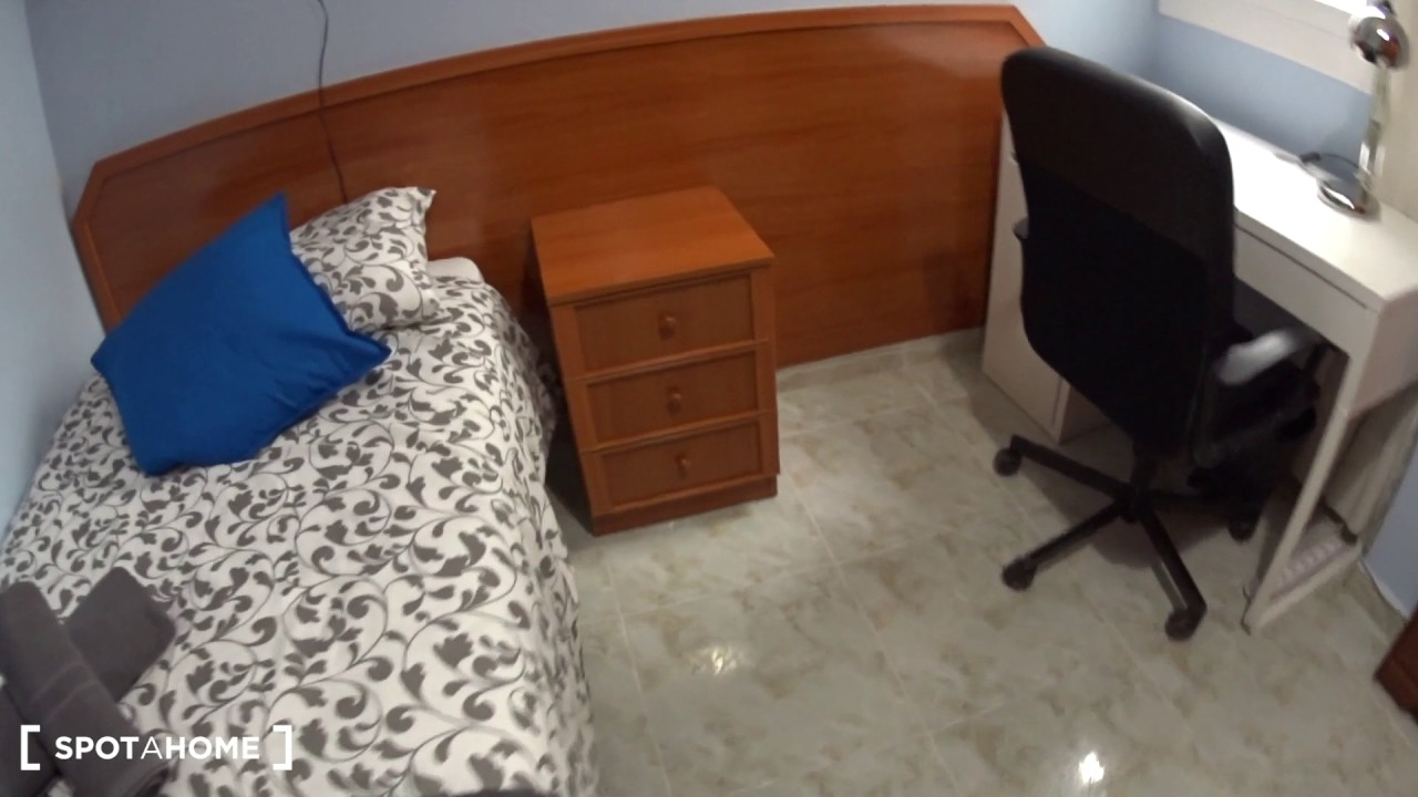 Cozy rooms for rent in 4-bedroom apartment in Eixample Esquerra