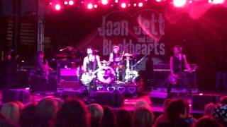 Joan Jett & the Blackhearts - Victim of Circumstance (live at the Grand Prix of Long Beach)